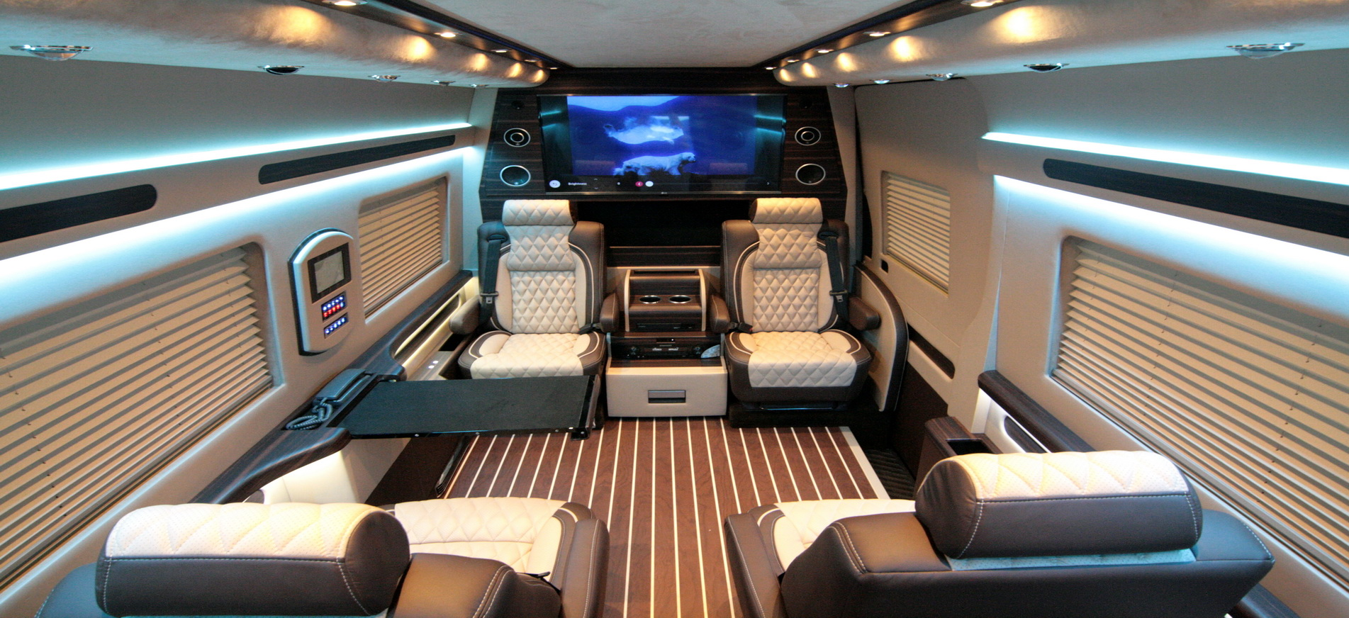 Custom mercedes benz sprinter vans hq custom design for Mercedes benz sprinter conversion
