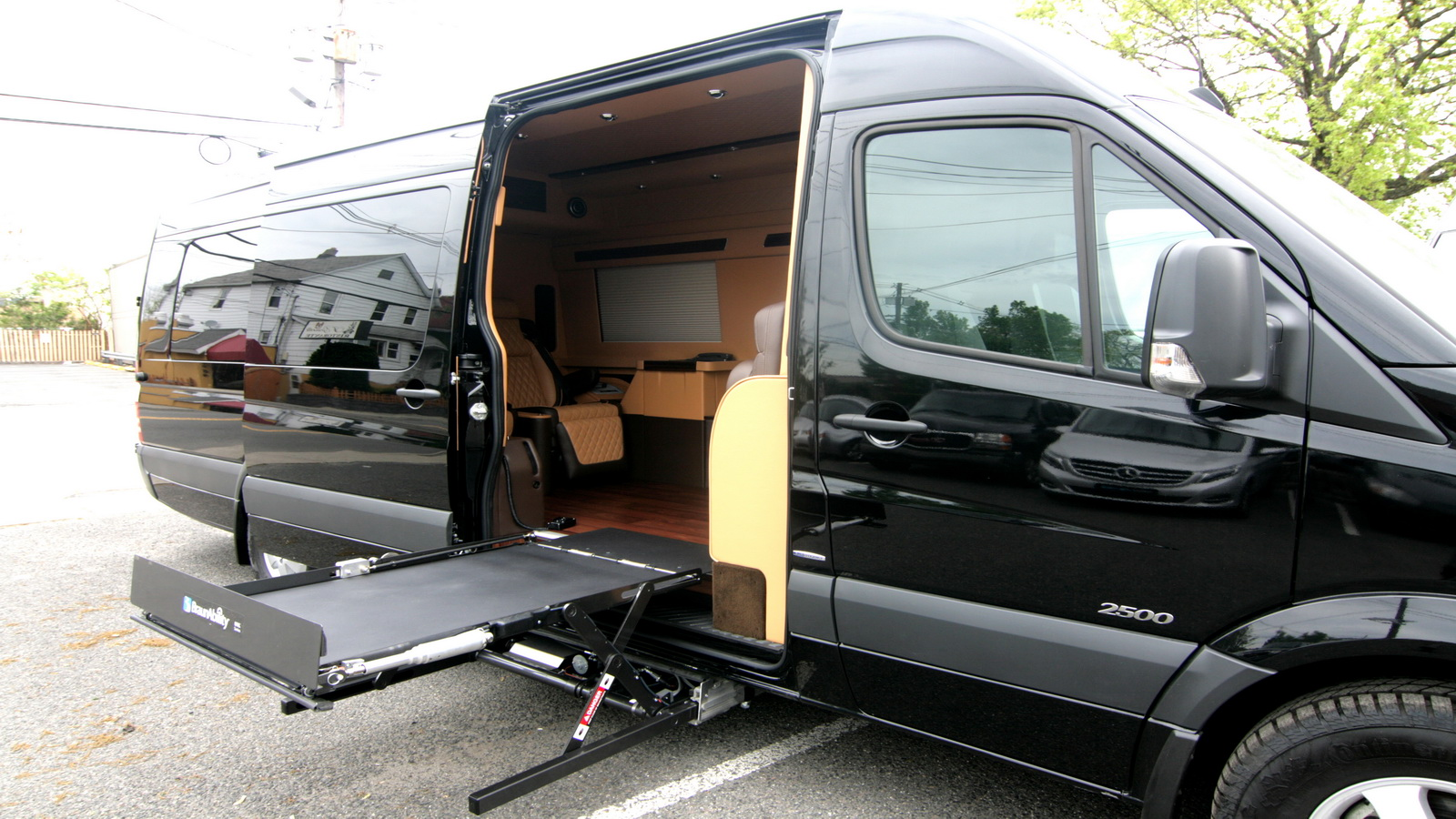 Luxury wheelchair accessible mobility vans hq custom design for Completely wheelchair accessible luxury house for sale