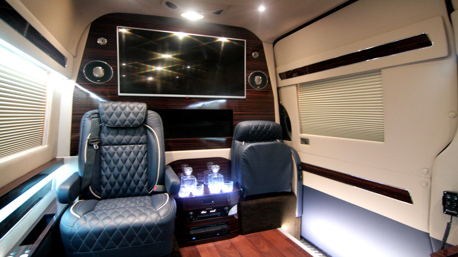 Luxury wheelchair accessible mobility vans hq custom design for Luxury wheelchairs